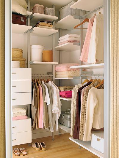 7 claves para organizar tu armario revista la miscel nea - Ordenar armarios de ropa ...