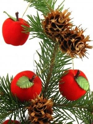 2163103-manzanas-rojas-y-pinas-en-arbol-de-navidad
