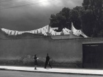 Manuel Alvarez Bravo Que chiquito es el mundo (How Small the World Is), 1942